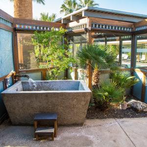 Room 1 tub